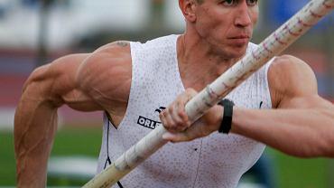 Piotr Lisek tomó la palabra antes de los Juegos Olímpicos de Tokio.  Encuesta sobre el anuncio de Ma³achowski إعلان