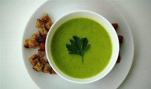 Zupa z zielonego groszku i kremowego serka