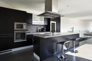 Urządzamy kuchnię: meble kuchenne na czasie