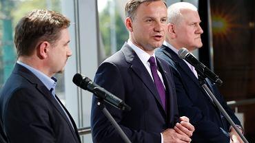 Od lewej: Piotr Duda z NSZZ Solidarność, kandydat na prezydent Andrzej Duda oraz Jan Guz z OPZZ. Katowice, 16 maja