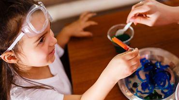 Eksperymenty dla dzieci to coś, co uwielbiają i mali, i duzi