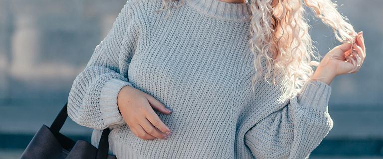 Swetry oversize dla kobiet po 50-tce. Te modele zamaskują brzuch i boczki. Efekt wow!