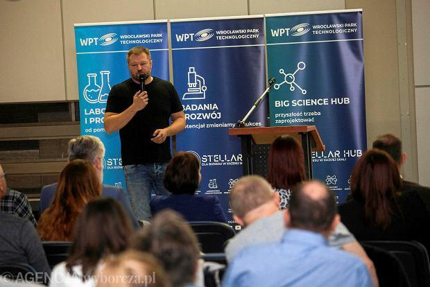Maciej Obuchowicz z The Drivers podczas spotkania z Jutronautami we Wrocławskim Parku Technologicznym we Wrocławiu