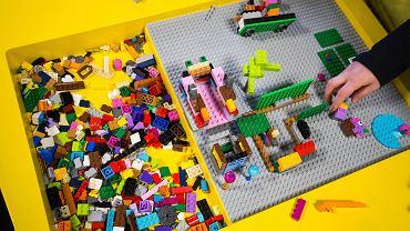 Matka chłopca z zespołem Aspergera blaga o zwrot jego klocków Lego
