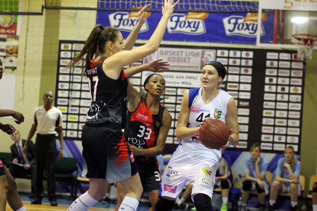 Tauron Basket Liga Kobiet: KSSSE AZS PWSZ Gorzów - Widzew Łódź 76:65 (17:16, 19:21, 23:17, 17:11)
