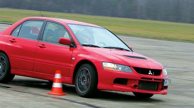 Samochody: Orliński na kursie bezpiecznej jazdy, samochody, Lekcja 4: Slalom bez gazu