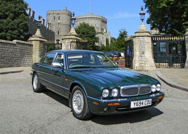 Daimler Super V8 LWB (2001) należący do Królowej Elżbiety II
