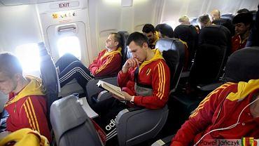 Piłkarze Korony na pokładzie samolotu
