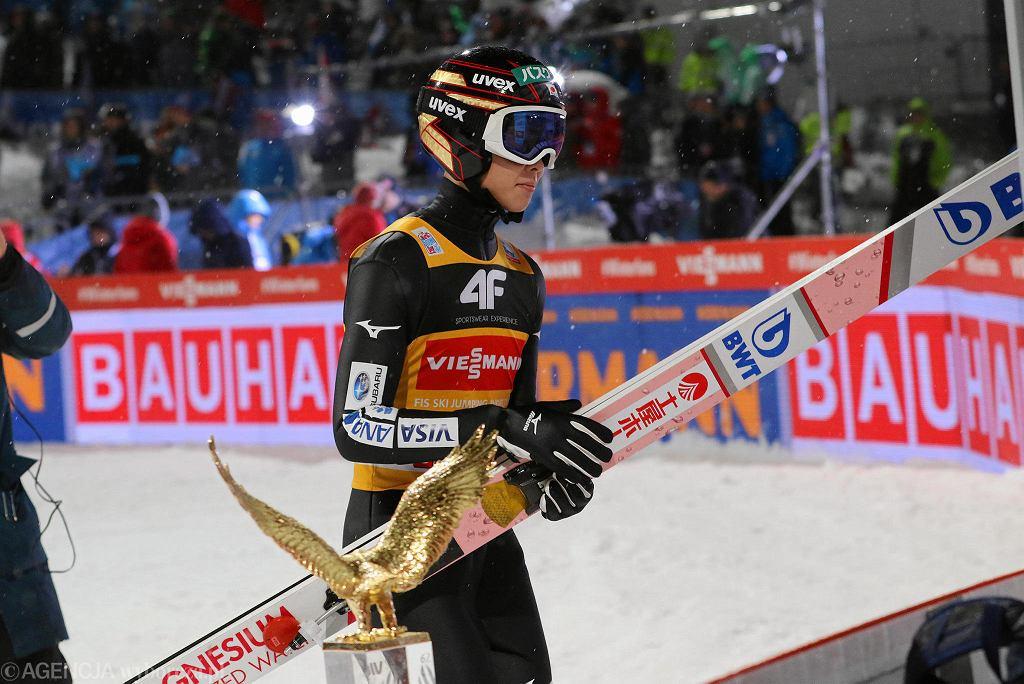 Zdjęcie numer 2 w galerii - Skoki narciarskie. Ryoyu Kobayashi znokautował w PŚ w Predazzo. Dwóch Polaków na podium!