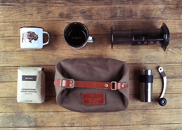 Podręczny zestaw do parzenia kawy, czyli zestaw przetrwania dla mieszczuchów.