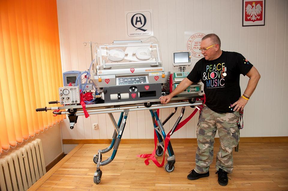 Jerzy Owsiak przekazuje sprzęt kupiony przez WOŚP szpitalowi w Białej Podlaskiej