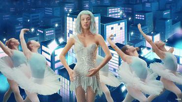 Olivia Rodrigo w sukience Britney Spears
