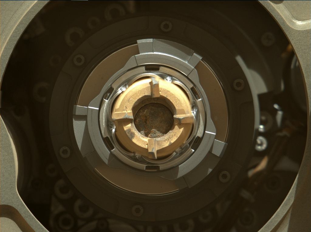 Zdjęcie pobranej próbki z Marsa wykonane 1 września 2021