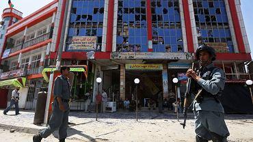 W Afganistanie wciąż dochodzi do samobójczych zamachów terrorystycznych. Na zdjęcia skutki takiego zamachu w Kabulu 10 sierpnia br.