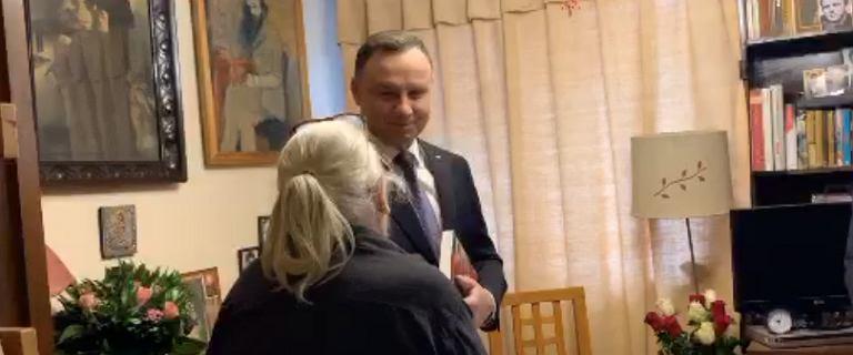 Andrzej Duda odwiedził w domu starszą kobietę i poskarżył się na sędziów