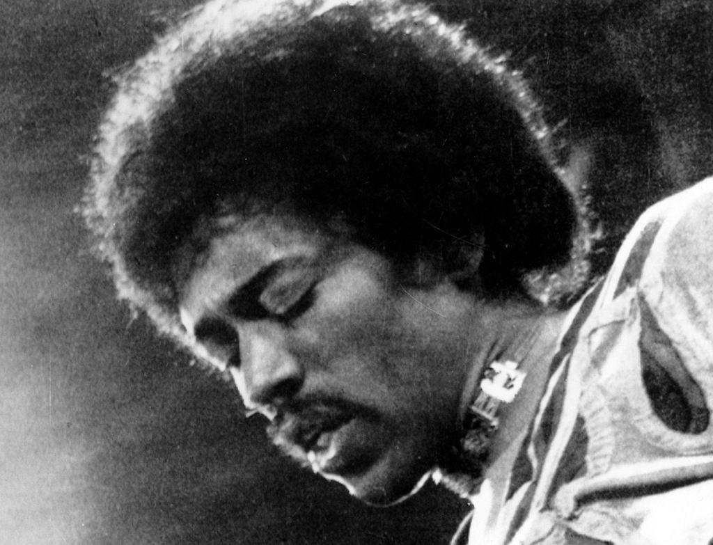 Hendrix w dziewięć miesięcy po przybyciu do Londynu był już międzynarodową gwiazdą. Mieszkanie na 23 Brook Street odegrało istotną rolę w jego życiu osobistym. Często odbywały się tam imprezy, na których pojawiali się sławni muzycy lat 60. - było stamtąd rzut beretem od legendarnych klubów muzycznych jak Marquee, The Speakeasy czy The Scotch of St James. Za sprawą nocnego trybu życia Hendrix zyskał przydomek 'The Bat' (nietoperz). Podczas zamieszkiwania przy Brook Street Hendrix nagrywał album 'Electric Ladyland', na którym znalazły się m.in. 'Voodoo Chile' czy 'All Along The Watchtower' - ten ostatni utwór Jimi zaaranżował, według Etchingham, w ich mieszkaniu.