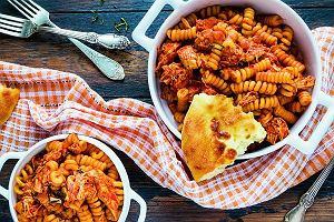 Pomidory, fasola, włoski ser i ryż. Te produkty teraz kupicie taniej, a my wiemy, jak ugotować z nich dobry i tani obiad