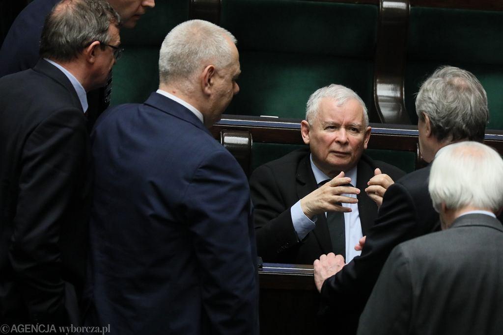 Prezes PiS Jarosław Kaczyński w otoczeniu swoich podwładnych, 78 posiedzenie Sejmu VIII Kadencji, Warszawa, 15 marca 2019