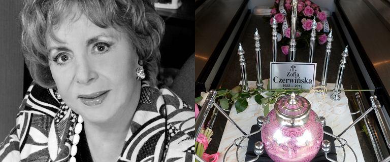 Pogrzeb Zofii Czerwińskiej. Została pochowana w różowej urnie. Tłum gwiazd przybył na ostatnie pożegnanie