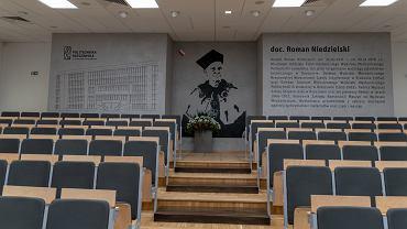 Mural z podobizną doc. Romana Niedzielskiego, pierwszego rektora Politechniki Rzeszowskiej