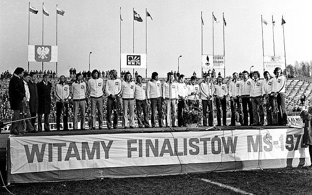 Warszawa, rok 1973, powitanie 'Orłów Górskiego' po zwycięskim meczu z Anglią na Wembley. Gierkowski dobrobyt i zbliżenie do Zachodu właśnie jest w zenicie