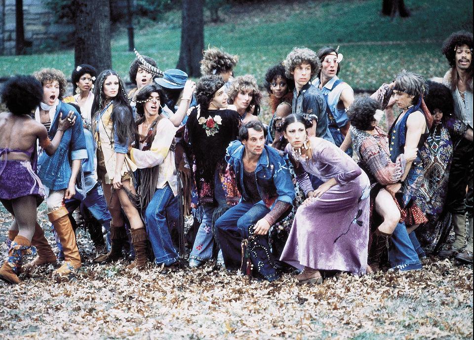 Kadr z musicalu 'Hair' (1979).