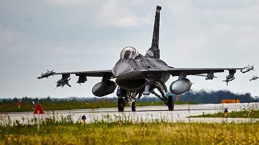 samoloty F-16 Fighting Falcon w Bazie Lotnictwa Taktycznego Polskich Sil Powietrznych