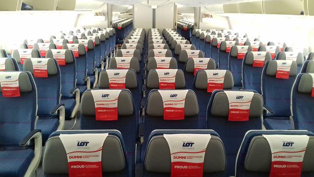 LOT-owski biało-czerwony dreamliner w centrum dostaw Boeinga w Everett. Klasa ekonomiczna