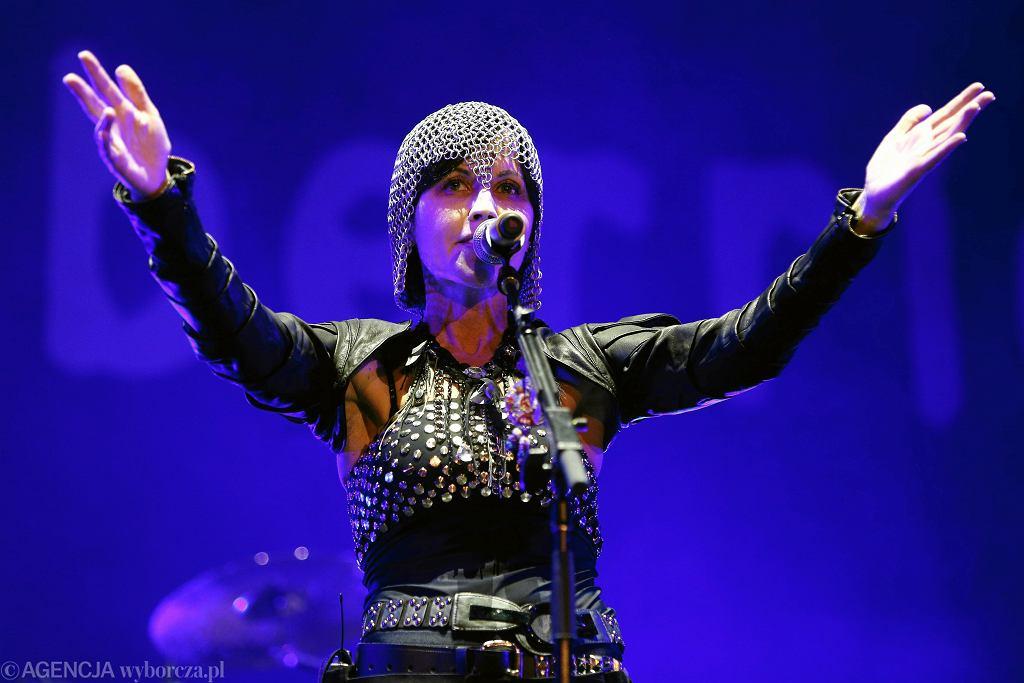 Dolores O'Riordan podczas koncertu zespołu The Cranberries na stadionie Arena Lublin w 2016 roku