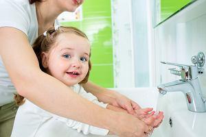 Koronawirus. Jak ustrzec dziecko przed zakażeniem? Ministerstwo publikuje zalecenia