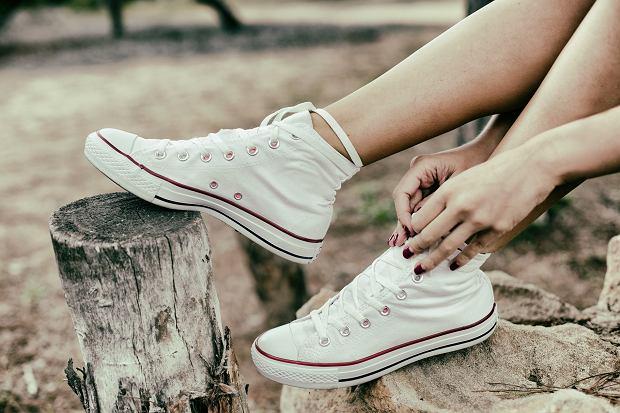 Trampki wygodne i stylowe obuwie, które pasuje do