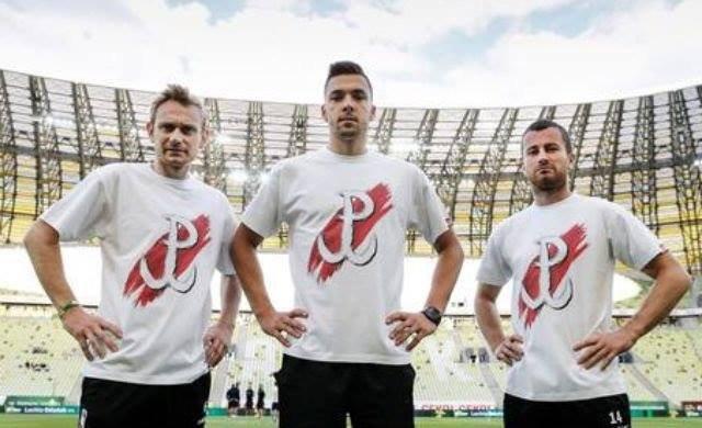 Patriotyczne zdjęcie piłkarzy Lechii Gdańsk zostało usunięte z portalu Facebook.