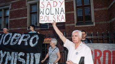 Protest Obywateli RP pod sądem we Wrocławiu przeciwko Zbigniewowi Ziobrze