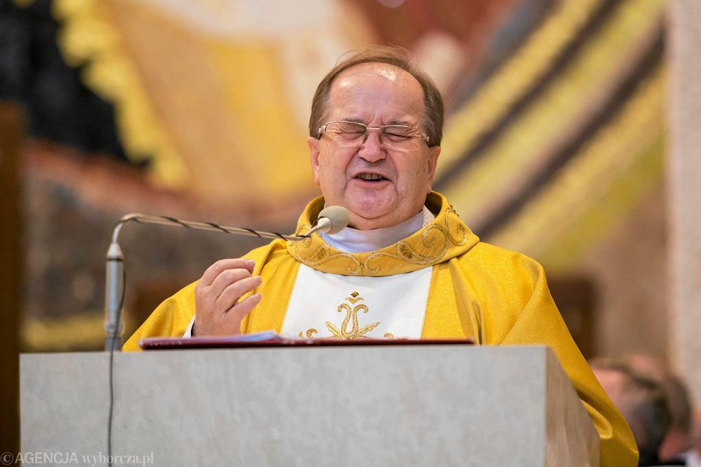 Ojciec Tadeusz Rydzyk podczas podczas mszy świętej w rocznicę wstąpienia Karola Wojtyły na tron papieski. Kraków, Sanktuarium JP II, 22 października 2015
