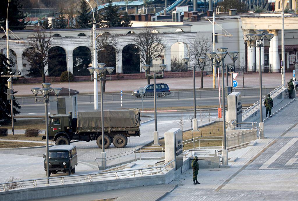 Pojazdy milicyjne na ulicy Mińska, 25 marca 2021 r.