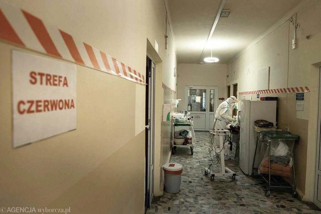 Strefa czerwona szpitala zakaźnego w Wolicy. To serce lecznicy, pod szczególnym nadzorem. Przeznaczona tylko dla pacjentów, u których potwierdzono obecność koronawirusa.