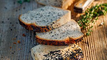 Czarnuszka to lecznicza przyprawa - małe, czarne ziarenka, które możemy znaleźć na różnego rodzaju wypiekach, najczęściej chlebach.