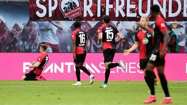 Bundesliga. Krzysztof Piątek (pierwszy z lewej) cieszy się z gola w meczu RB Lipsk - Hertha Berlin