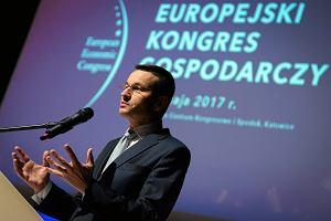 Morawiecki punktuje Paryż: Polska ma 52 proc. długu. Francja 100 proc.