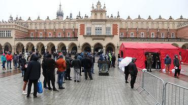 Kolejka do szczepień w Krakowie