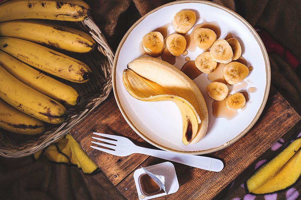 Ciemne banany mają nawet 8 razy więcej przeciwutleniaczy niż zielone. Dlatego w krajach, w których owoce te rosną, nikt nie sprzedaje ani nie zjada ich w niedojrzałym stanie.