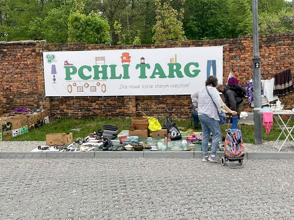 Maj 2021 r. Pchli targ na gorzowskim ryneczku przeniesiony w nowe miejsce
