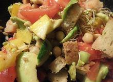 Sałatka z ciecierzycy i awokado - ugotuj