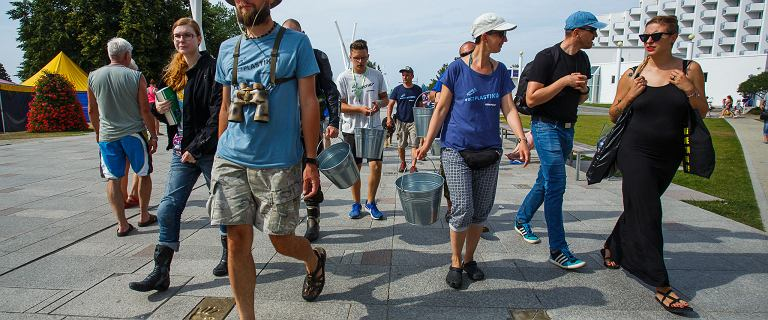 Greenpeace sprząta plażę w Międzyzdrojach.
