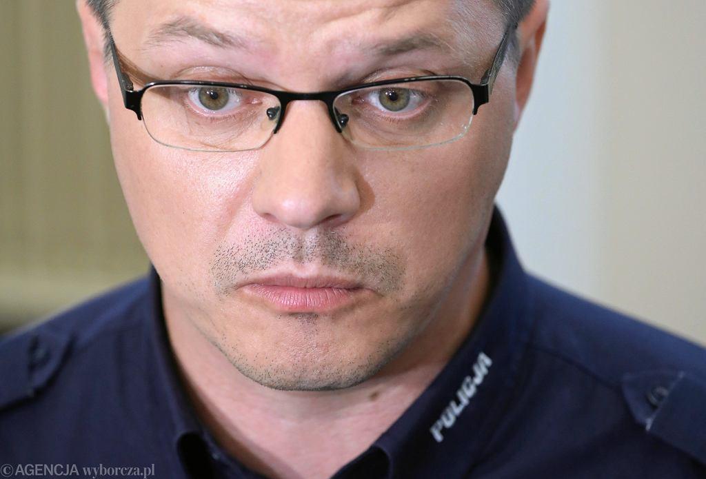 Rzecznik KGP Mariusz Ciarka podczas konferencji. Warszawa, 17 kwietnia 2018
