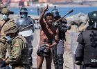 Nieletni migranci setkami koczują w Ceucie. Co zrobi hiszpański rząd? [KORESPONDENCJA Z MADRYTU]