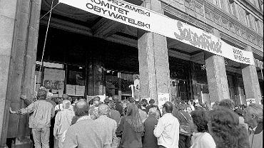 4 czerwca 1989 r., niedziela. Wybory do Sejmu i Senatu. Kawiarnia Niespodzianka na pl. Konstytucji - sztab wyborczy 'Solidarności'