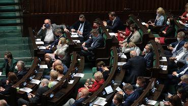 Tajne posiedzenie Sejmu ws. cyberataków. Wyłączone wi-fi, kontrole posłów