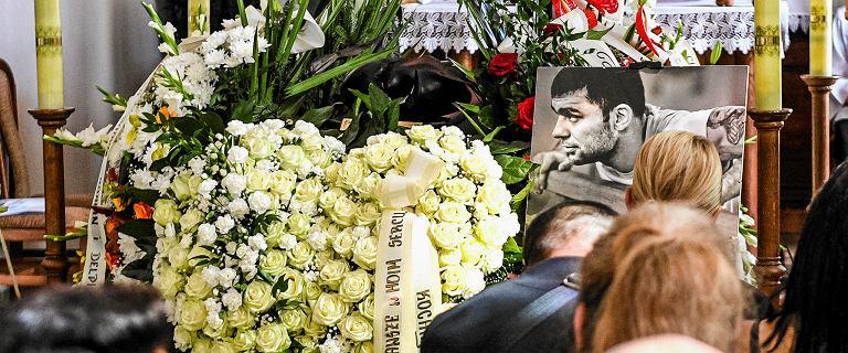 Pogrzeb Dawida Kosteckiego. Bokser spoczął na cmentarzu Pobitno w Rzeszowie