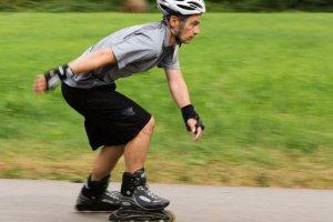 Co daje jazda na rolkach? Pytamy fizjologa i trenera